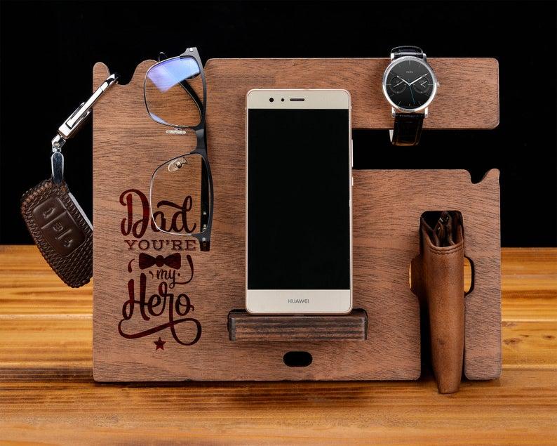 стойка за телефон и ключове - подарък за мъж