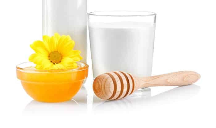 Маска за коса с мляко и мед