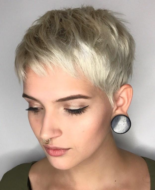 4 класически къси прически за жени с тънка коса