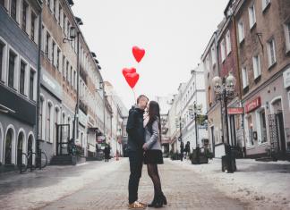 Мъж Козирог: 7 Значка, че е Влюбен и Как да го възбудиш