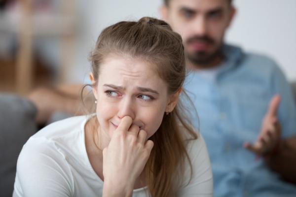 Защо някои мъже обиждат партньорите си?
